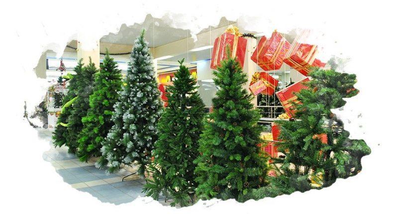 искусственные елку в магазине