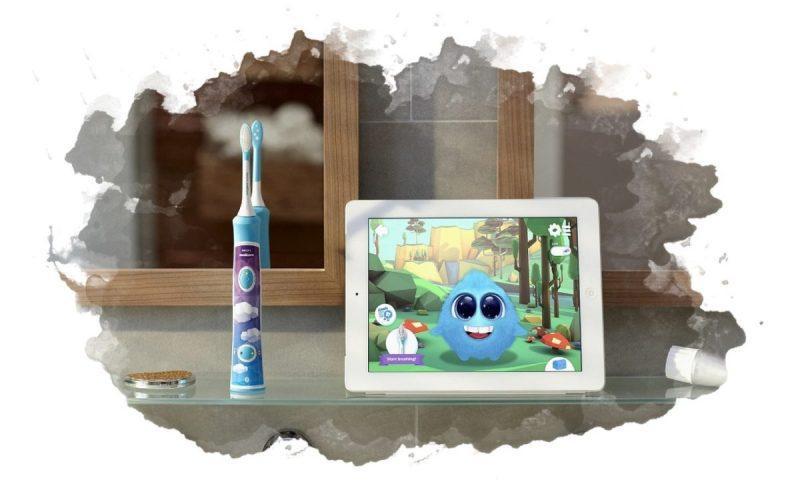 какой щеткой чистить зубы детям