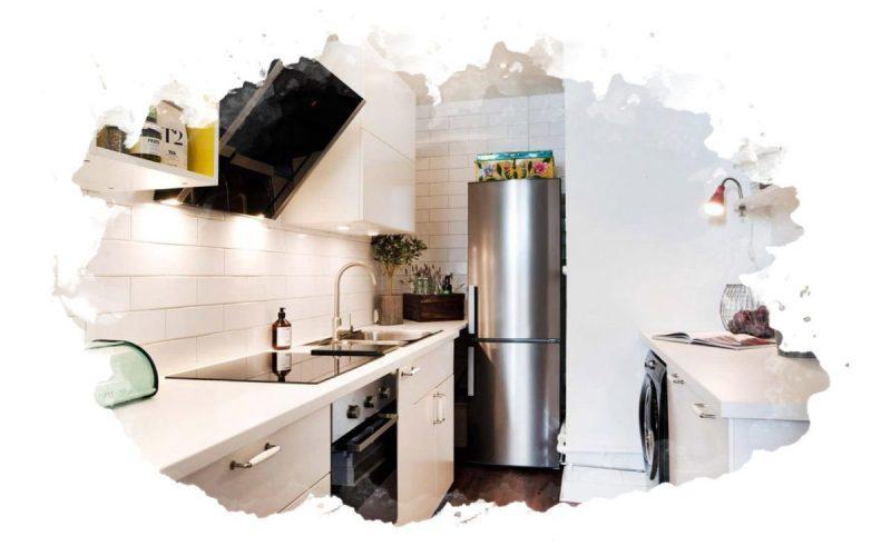 холодильник в маленькой кухне