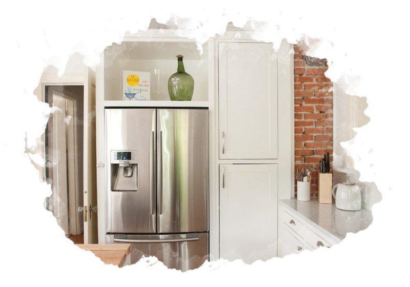 Куда поставить холодильник, если на кухне мало места?