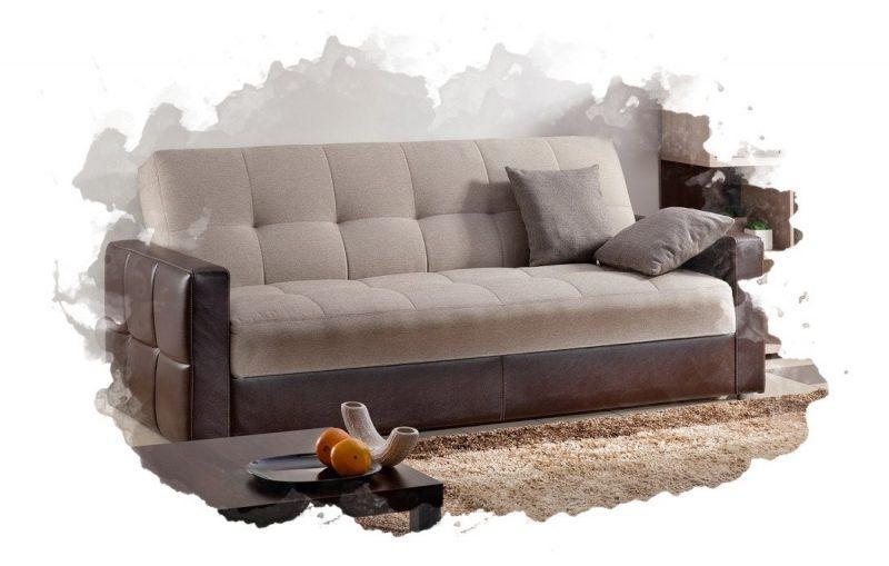 диван в комнате
