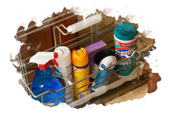 Как безопасно хранить бытовую химию на кухне и в ванной