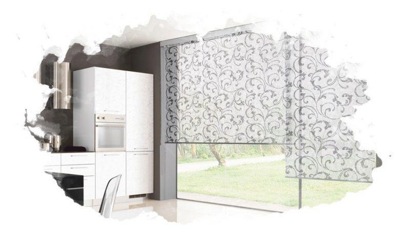 на окне рулонные шторы