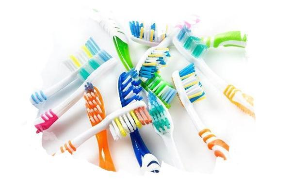Почему нужно менять зубные щетки