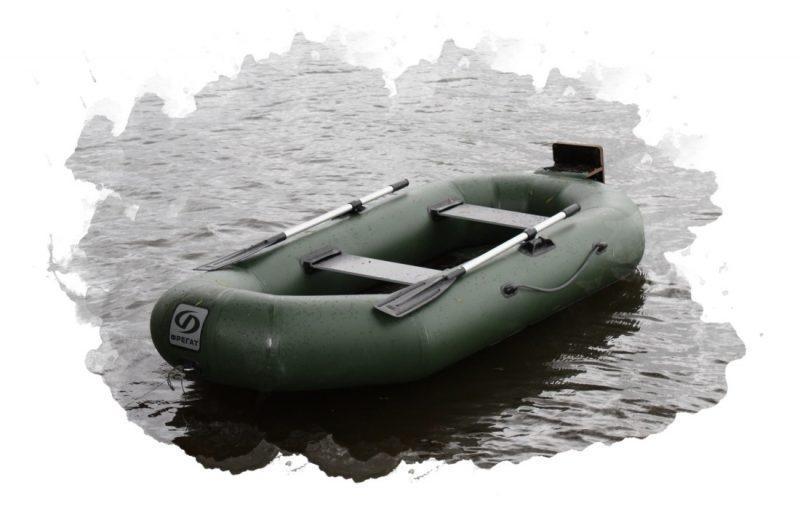 надувная лодка на воде