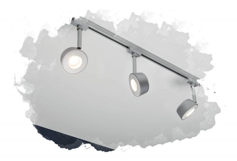 трековый светильник на потолке